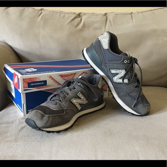 reputable site b78b2 7e301 New Balance Women's Classic 574 Sneakers Size 9